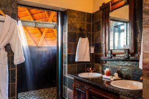 Jamila Lodge Outdoor Shower