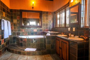 Jamila Lodge Elephant Room Bathroom