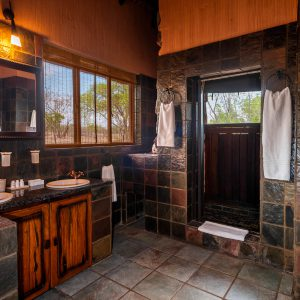 Jamila Lodge Elephant Room Bathroom