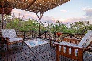 Jamila Lodge Rhino Room Jacuzzi