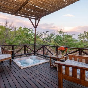Jamila Lodge Rhino Room Jacuzzi